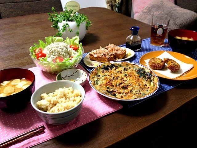 昆布を入れて炊いた里芋の炊き込みご飯は、良いお味ですよ〜  グラタンをオーブンから出すのを忘れてて、パンプキンコロッケ、ちょっとかじっちゃった - 35件のもぐもぐ - 牡蠣とほうれん草のグラタン、里芋の炊き込みご飯、ふのお味噌汁、じゃこと大根のサラダ、厚揚げおかか、和風パンプキンコロッケ by pentarou