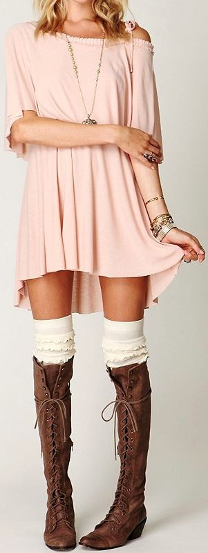 Free People... such an adorable outfit. And there are those boots again that I love so much :)