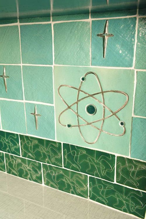 LuRu's midcentury sci-fi dream kitchen -- with art tiles she makes by hand - Retro Renovation. Love the atomic tiles! ::swoon::