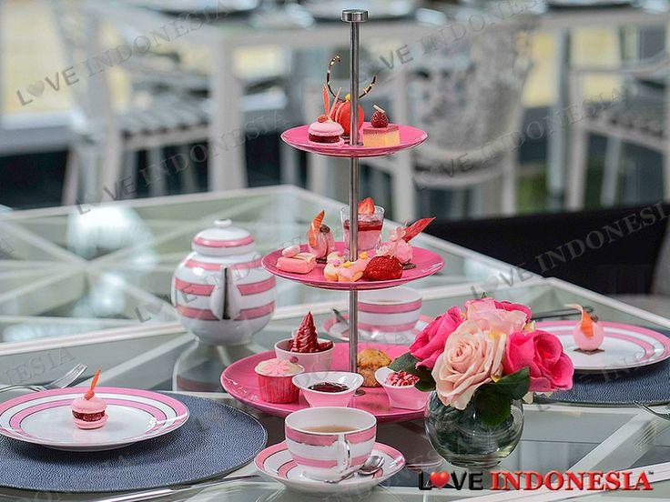 Sepanjang bulan Oktober 2016 ini, Hotel Mulia Senayan, Jakarta dan The Mulia, Mulia Resort & Villas - Nusa Dua, Bali akan memperkenalkan kampanye Mulia Loves Pink sebagai tema selaras dengan Gerakan Kesadaran Peduli Kanker Payudara dengan sederetan dekorasi, menu makanan, hingga perawatan spa bertema warna merah muda.
