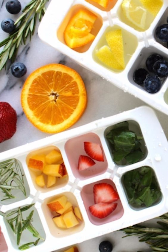 Get in the spring and summer mood with these refreshing, all-natural ice cubes to give your drinks an extra punch.