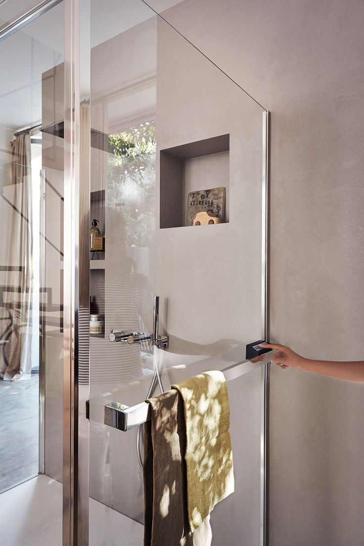 """Parete Radiante @vismaravetro - bathroom, bathroom ideas, shower, shower ideas, shower ideas bathroom.  Paired with various types of doors, it creates a """"heated"""" shower enclosure.  In addition to providing the utmost comfort inside the shower, Parete Radiante also heats the bathroom."""