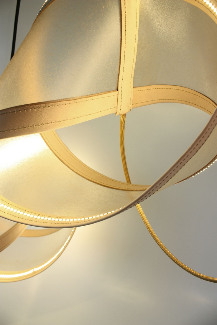 lampe en cuir 'transparent' Design by Didier VERSAVEL