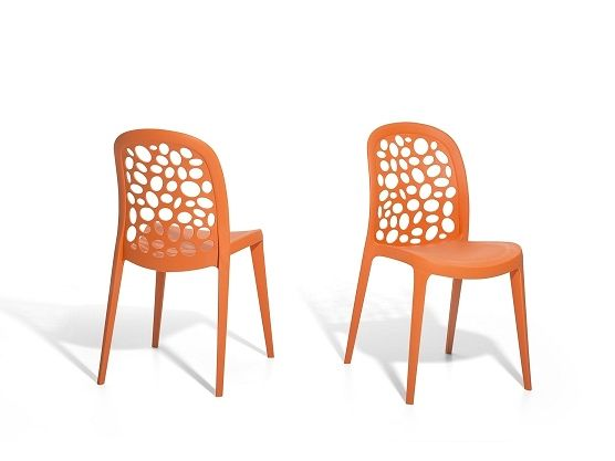 Orange plastic chair for In- and Outdoor https://www.beliani.ch/stuehle/wohnzimmerstuehle/plastikstuhl-orange-stuhl-aus-kunststoff-rubin.html