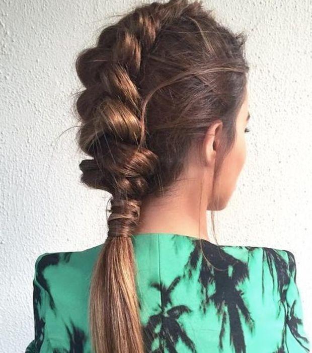 """Coupe cheveux longs : 20 coiffures pour les chevelures de sirène """"Une queue de cheval tressée"""""""