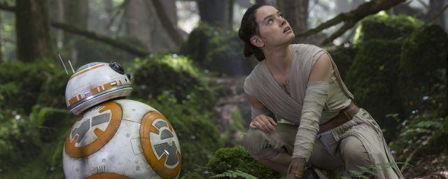 A lire sur AlloCiné : Bob Iger, le patron de Disney, vient de révéler avoir entamé des discussions sur le futur cinématographique des univers Star Wars et Marvel... pour la prochaine décennie !