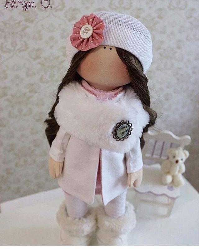 Вот это Леди. Меха, всё как надо от @artemeva_o #хэндмэйд #handmade #подароксвоимируками #авторскаяработа #декор #кукла #куклысвоимируками #кукланазаказ #dolls #тильда #текстильнаякукла #интерьернаякукла #милаш #куклы #куклатильда #кукларучнойработы