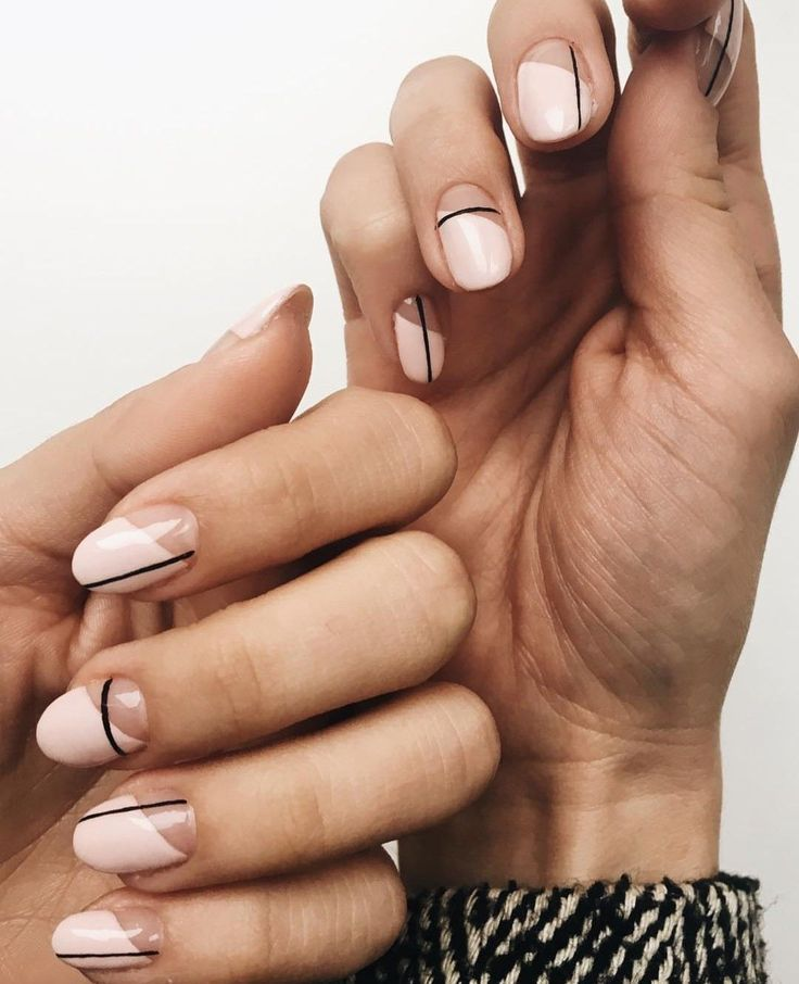 Minimalistische Nail Art Naturliche Schonheit Und Hautpflege Ernahrung Gestrippt Nutrit Lines On Nails Nail Designs Modern Nails