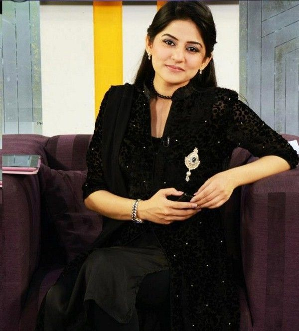 Sanam-Baloch-Pictures-In-Party-Wear-Dresses-010
