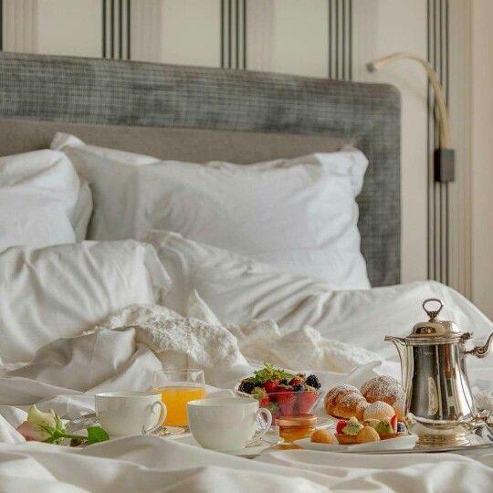 10 id es propos de petit d jeuner au lit sur pinterest for Table de petit dejeuner au lit