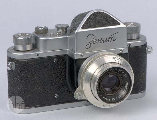 Aparat fotograficzny Zenit (K 1020); Wytwórnia sprzętu fotograficznego KMZ - Krasnogorskij miechaniczeskij zawod; Rosja - Krasnogorsk; 1954; Utwór w domenie publicznej