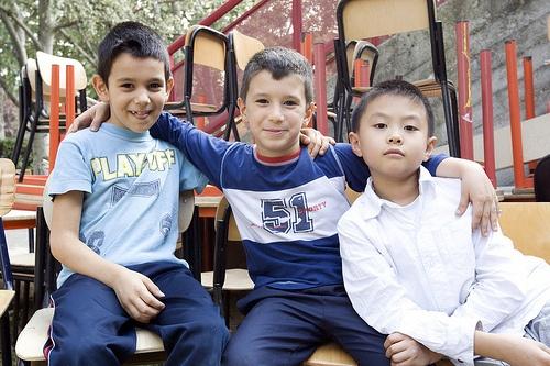 I #bambini sono tutti uguali, perché i loro #diritti no? Condividi questa bella foto! Sono #studenti della Scuola Elementare Bottego di Bologna   Dal #reportage realizzato nell'ambito della Campagna #iocometu   ©UNICEF/ITAL2011/Lombardi
