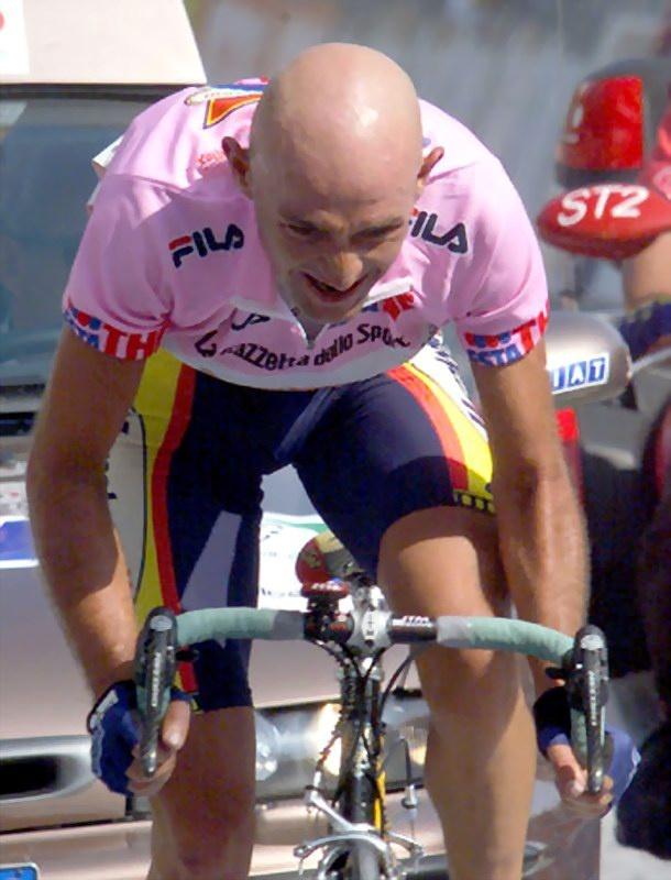 Lees op @touretappe het verhaal over de triomftocht van Marco Pantani naar Alpe di Pampeago. Vrijdag weer aankomstplaats in de Giro.