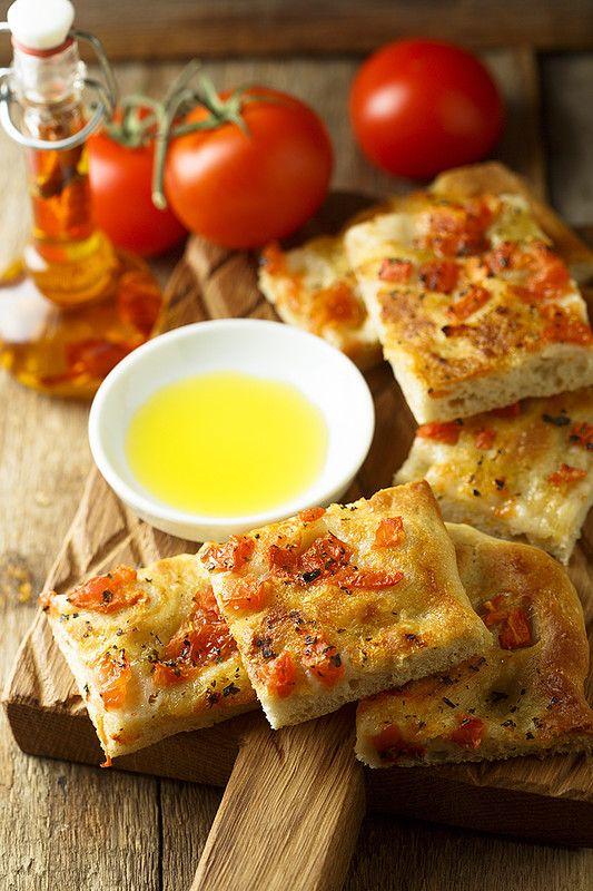 Наверняка уже много раз говорила, что люблю всякие хлебцы , лепешки и прочую быструю и несладкую выпечку:) Симпатичный вариант с кукурузной мукой и бальзамическим…