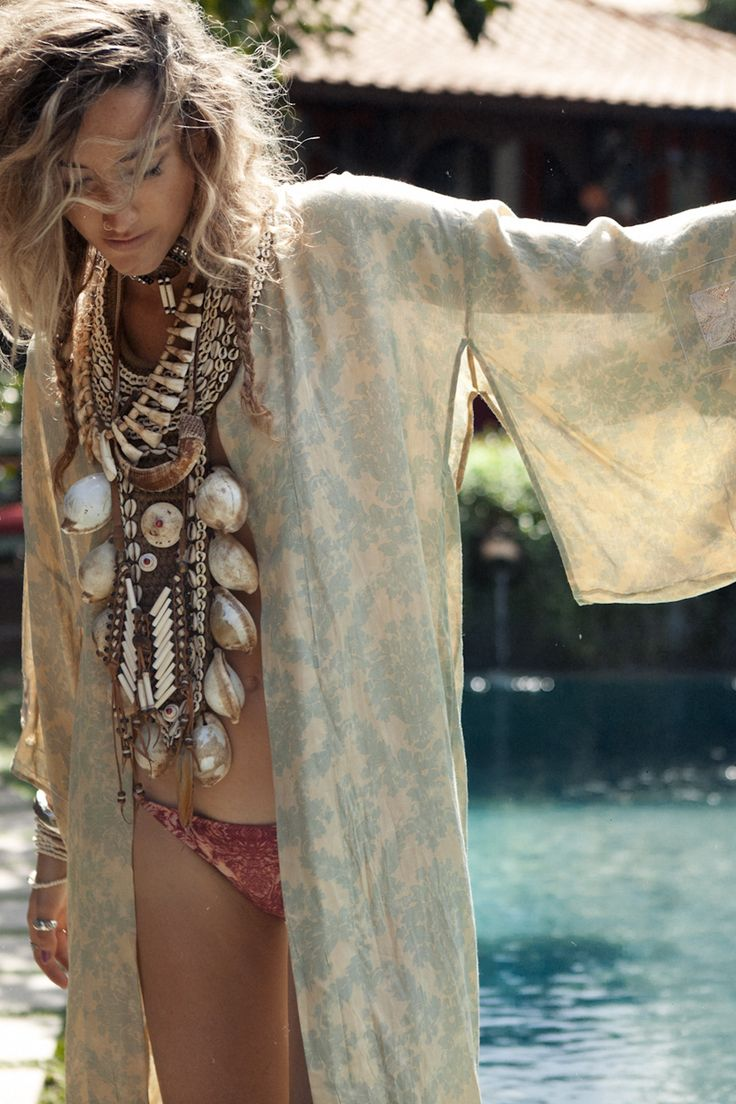 Spell and the Gypsy Collective / Long Casablanca Kimono – Dusty Sage