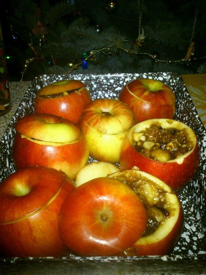 Sült alma pl így: http://www.nosalty.hu/recept/sult-alma-dios-szilvas-toltelekkel