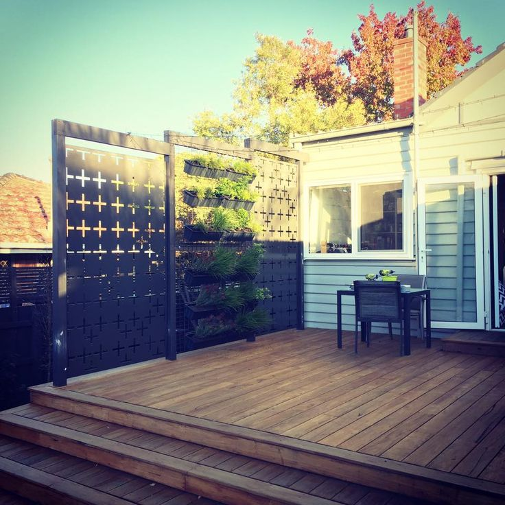 Screen out the neighbours with the contemporary 'positives' screen' range by Entanglements, finished in Woodland Grey powder coat. Amazing deck & vertical wall garden too! Image courtesy of Aaron McGinnes.