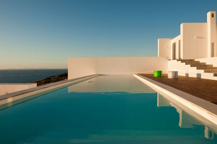 Holiday villa rental in Paros. Seafront villas complex with studios in Paros. Ideally located facing the spectacular Aegean sunset, the...