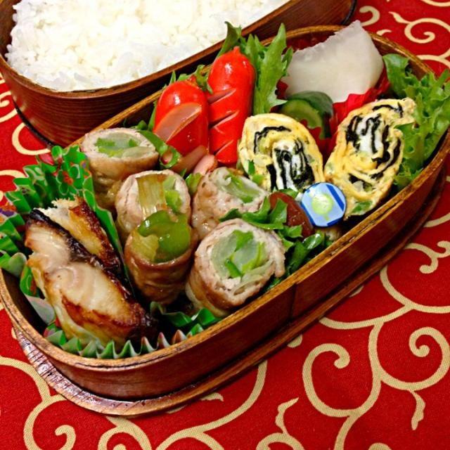 おはようございます。 今日は…  ねぎとピーマン豚肉巻 海苔入り卵焼き 鯖塩レモン焼き お豆さん ウィンナー お新香 愛情 - 124件のもぐもぐ - 3月5日お弁当… by momo12345