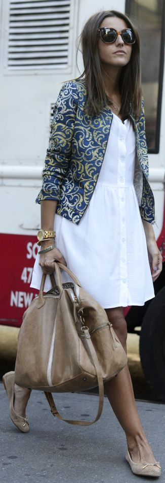 Easy and chic: printed vest, white dress, tan flats / facile et chic : vests imprimee, robe blanche, ballerines neutres