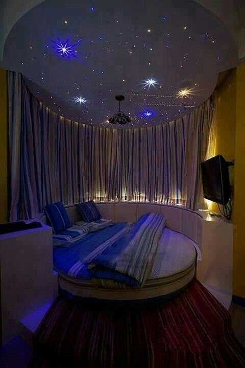 ok if I had this room i would stay up all night listening to music and reading percy jackson.