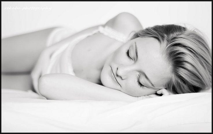self-portre: aludj csak én álmodom  rekabaphotogrpahy www.rekabaphoto.hu