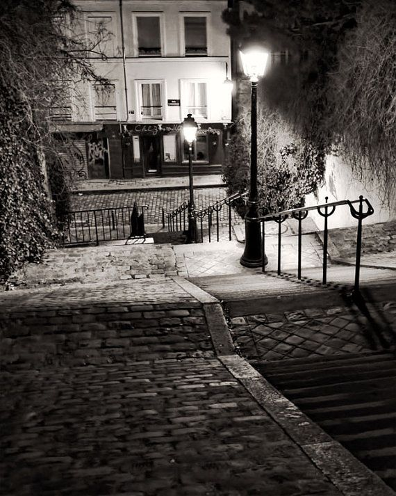 VENTE, étapes de Montmartre, Paris photographie, French Art Prints, Paris la nuit, Chez Marie noir et blanc