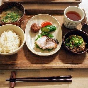 週末の朝ごはんとお弁当 by くんきんさん | レシピブログ - 料理ブログのレシピ満載! おはようございまーす(*^ー^)ノ♪くんきんです。朝ごはん*鰤の塩麹焼き*糠漬け(きゅうり、人参)*梅干し*納豆(醤油麹、練り辛子)*七分づき玄米ご飯*味噌汁(茄子、油揚げ)お弁当*鶏ムネ肉ともやしの...