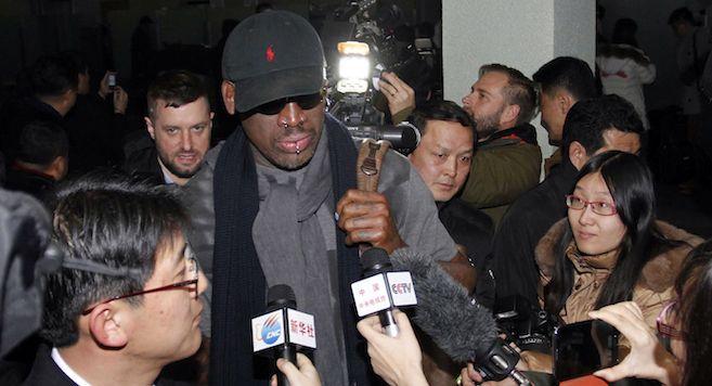 Alig tért vissza legújabb észak-koreai látogatásáról az extravagáns ex-NBA sztár, Dennis Rodman, máris kijelentette, hogy újabb út következik, sőt, ennél többről van szó. Rodman hétfő reggel tartott sajtótájékoztatót, ahol bejelentette, hogy ő fogja edzeni és felkészíteni az észak-koreai válogatottat a 2016-os Olimpiára. És ez még nem minden. Hozzátette azt is, hogy már le is szervezett […]