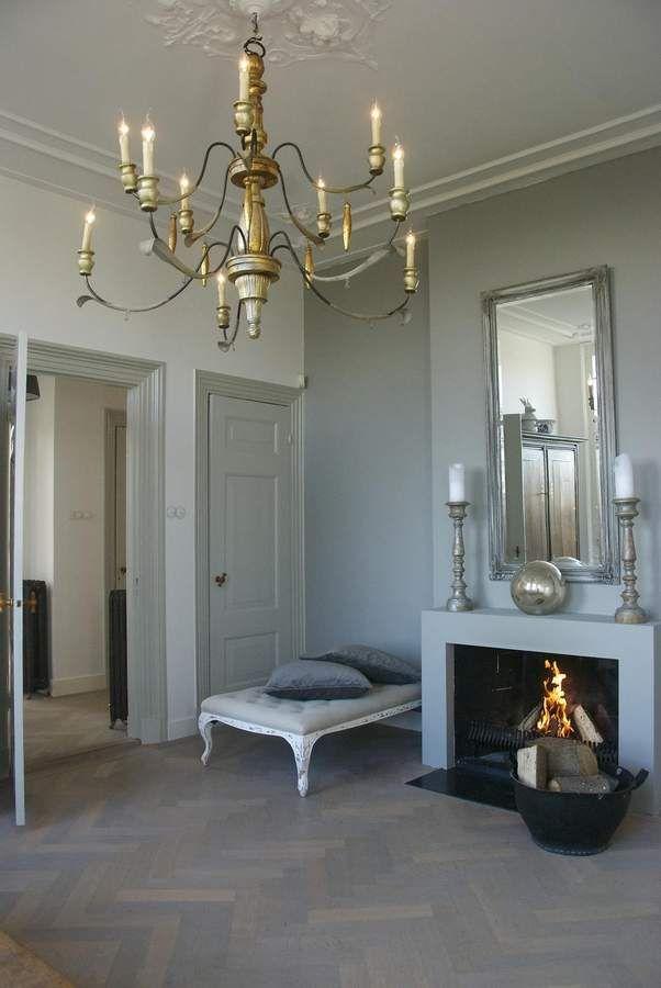 """""""Brandwijck"""": Een prachtig gerenoveerd herenhuis met koetshuis van de 19e eeuw. Schouw op een visgraat vloer"""