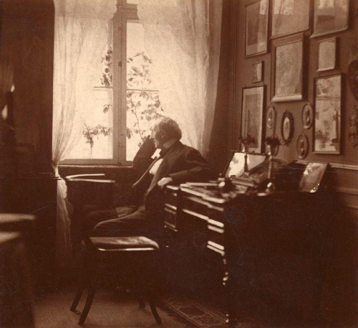 H.C. Andersen i hans arbejdsværelse...