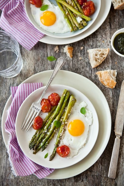 Parmesan Roasted Asparagus, Tomatoes and Eggs by tartelette #Eggs #Asparagus #tartelette #sniadanie #breakfast #Amica #inteligentnystyl www.amica.com.pl