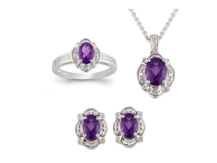Ametystová souprava šperků ze stříbra. #sperky #zUSA #nausnice #prsteny #nahrdelniky #diamanty #perly #moda #klenotnictvipraha #zlatnictvipraha #sperky #prsten #zasnubni #snubni #wedding #engagement #diamant #diamantes #diamond #bluediamond #luxus #luxury #willyoumarryme #bridetobe #darecek #proradost #knarozeninam #fashion #kvyroci #zlato #gold #whitegold #bilezlato #svatba #zasnuby #rings #moda #klenotacz