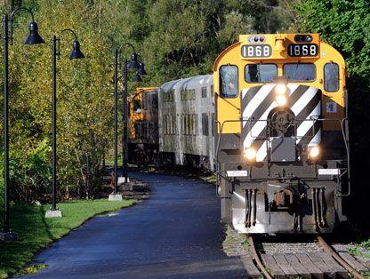 Le train du Massif de Charlevoix #Quebec #Québec  Fun train ride...