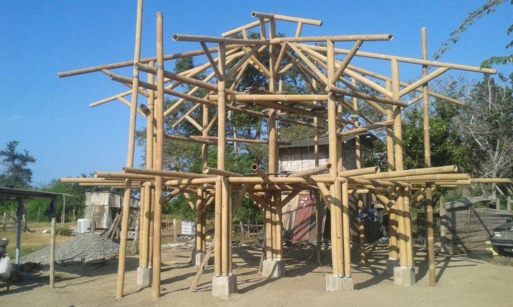Estructura casa redonda en Bambu