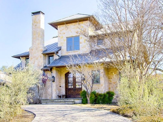 This fabulous custom home on deep lot in hearty of University Park brings Montana modern to the neighborhood. A stone exterior, standing seam metal roof, vaulted ceilings, roughhewn beams, open floor plan, guest house and pool all reflect the casual contemporary feel of mountain living in Dallas. ~ 3643 University Boulevard in Highland Park