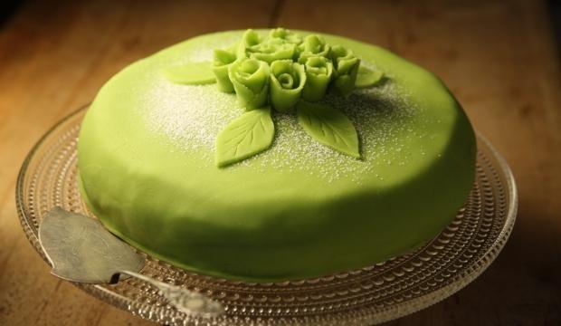 Prinsessakakku | #maajakotitalousnaiset #resepti #kakku #marsipaani