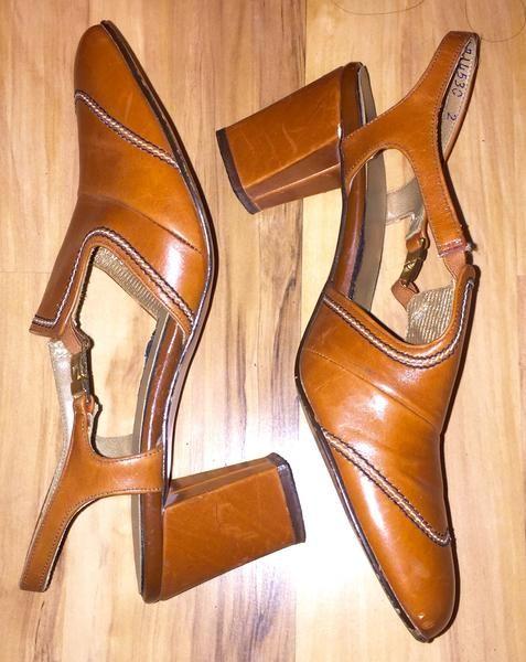 Vintage Shoes Joyce Camel Light Brown Color Size 5M Chunky Heels Sling – La Guanaquita's Closet