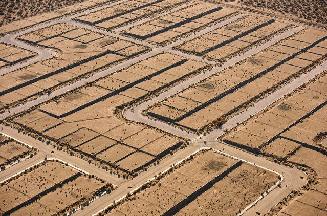 A new housing development in the Mojave desert | www.piclectica.com #piclectica