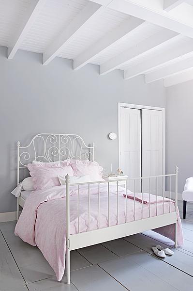 Romantische kantmotieven op het zachtste beddengoed ontworpen ism Beddinghouse, Styling Linda van der Ham, Photo Dennis Brandsma