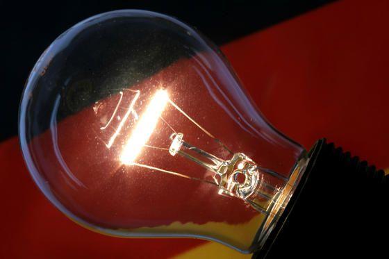 Erfindergeist - Bringen uns US-Forscher die Glühbirne zurück? Zumindest ist es ihnen bereits gelungen, durch den Einsatz von Nanotechnologie die starke Wärmestrahlung der Glühbirne umzuleiten und ihre Lichtausbeute drastisch zu erhöhen.
