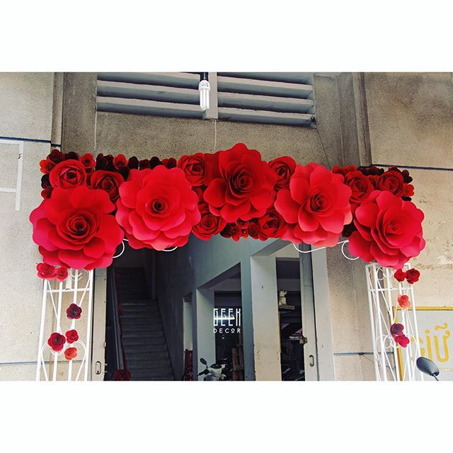 Once in a lifetime #weddingday #red #paperflowers #vivid #beautiful #weddingdecor #flowers #GEEKsg #saigon #2015 #nice #decoration #savethedate #work #love