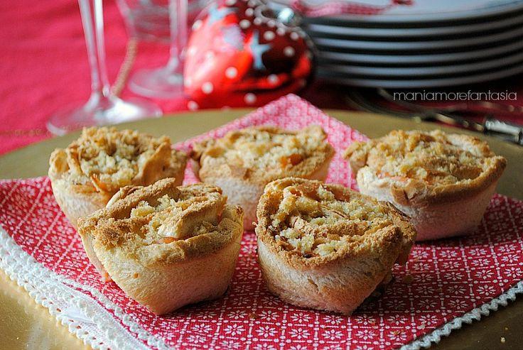 Se state preparando il menu per le prossime feste, inserite queste rose di pancarrè. SAranno degli ottimi antipasti natalizi, belli da vedere e buonissimi!
