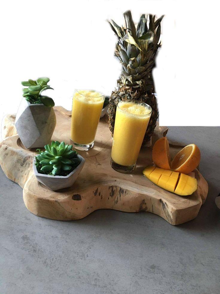 Biologische smoothie van ananas, mango en sinaasappel. Het recept van deze lekkere smoothie vind je terug op mijn foodblog Organic Happiness