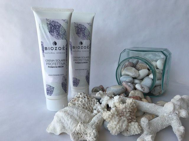 Solari Biozoè con aggiunta di filtri minerali Idrata e protegge efficacemente la pelle contro scottature e invecchiamento cutaneo . Formula senza parabeni e con profumazione ipoallergenica .