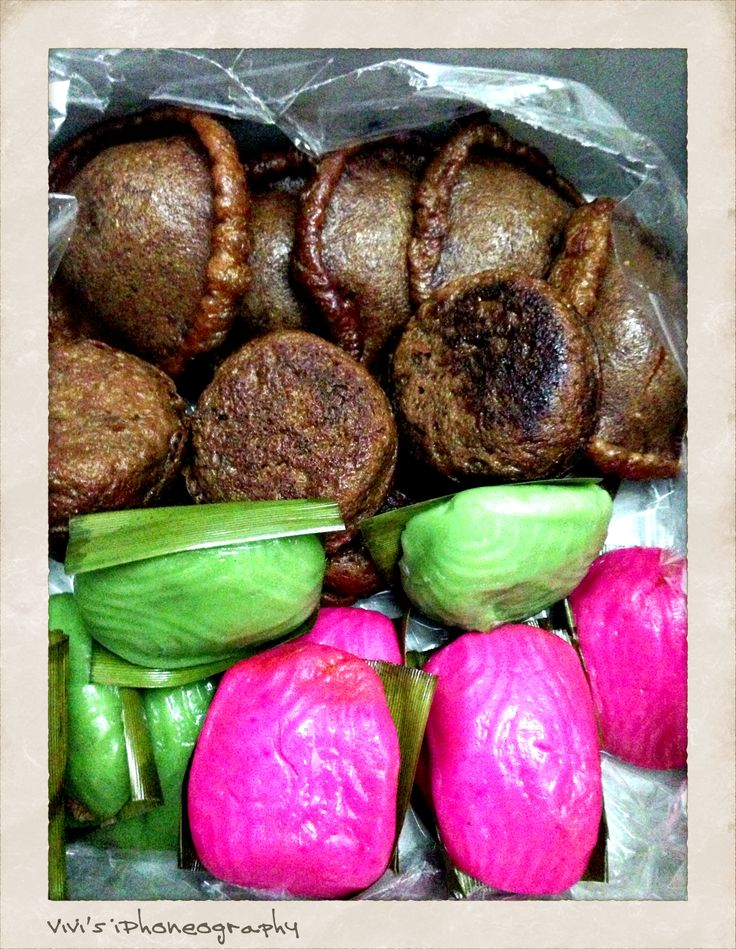Traditional Cakes of Manado, North Sulawesi, Indonesia. Copyrights Vivi Kembang Tanjoeng
