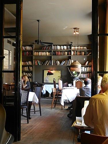 Le Fumoir bar restaurant  6, rue de l'amiral-de-coligny  75001 Paris  01 42 92 00 24