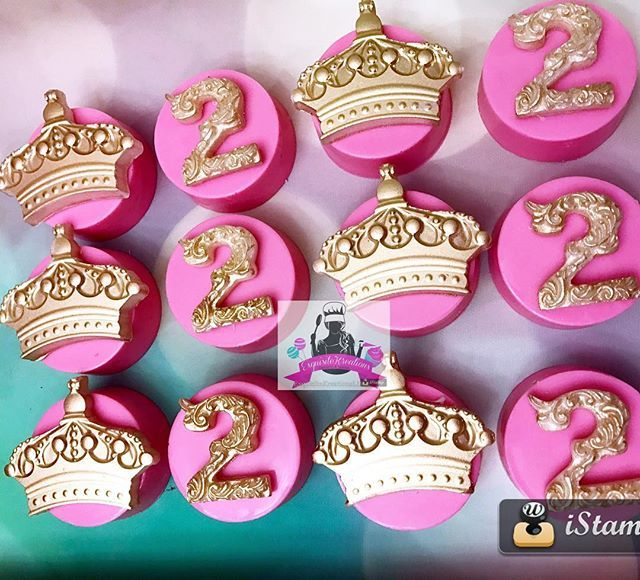 Chocolate Covered Oreos#chocolate#oreos#partyfavors#sweets#happybirthday#2ndbirthday#pinkandgold#goldcrown#cakepops#candyapples#dessert#desserttable#partyplanner#miamievents#miamipartyrental#miamibaker#mimibakery#miamisweets#miamiweddings#miamibabyshower#miamisweetsixteen#exquisitekreations305#chocolatecoveredoreos#birthdaygirl
