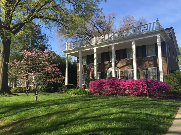Stately three-story Louisville, Kentucky, Derby weekend 2017 house for rent. Great Highlands location! #kyderby #louisville #derby #kentucky