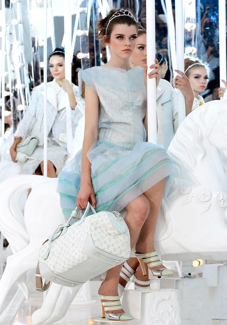 Louis ♥: Louisvuitton, Louis Vuitton, Bachelorette Parties, Fashion Show, Families Photo, Fashion Week Paris, Marc Jacobs, Afternoon Dresses, Lights Blue Dresses